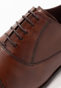 Walk London - ALFIE OXFORD TOE-CAP - Stringate eleganti - brown - 5