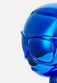 KARL LAGERFELD - IKONIK 3D KARL STATUE - Other accessories - metallic blue - 3