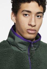 Nike Sportswear - VEST WINTER - Väst - green - 3