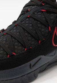 Nike Performance - LEBRON XVII LOW - Koripallokengät - black/university red/dark grey - 5