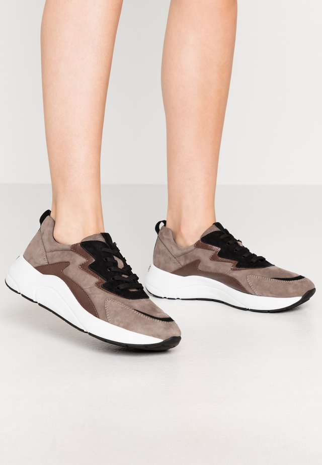 LACE UP - Trainers - mud