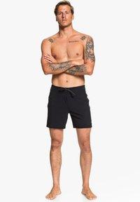 Quiksilver - HIGHLINE KAIMANA - Shorts da mare - black - 0