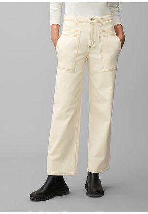 THEDA BOYFRIEND - Flared Jeans - ecru wash