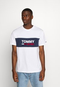 Tommy Jeans - PIECED BAND LOGO TEE - Print T-shirt - white - 0