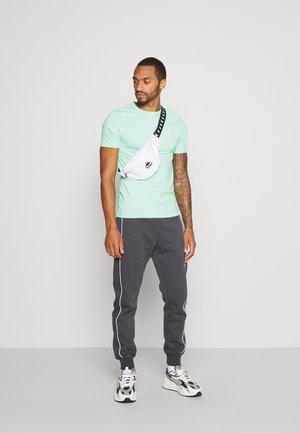 5PACK  - Basic T-shirt - stone/white/blue/green/black