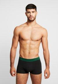 Calvin Klein Underwear - LOW RISE TRUNK 3 PACK - Shorty - black - 0