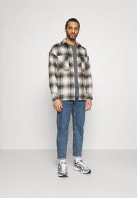 Levi's® - ORIGINAL TEE - Print T-shirt - greys - 1