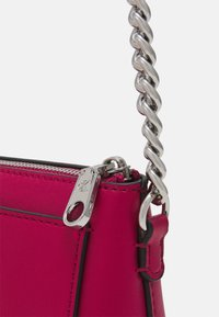 Calvin Klein Jeans - CAMERA POUCH CHAIN - Across body bag - red - 3