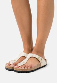 Birkenstock - GIZEH - T-bar sandals - eggshell - 0