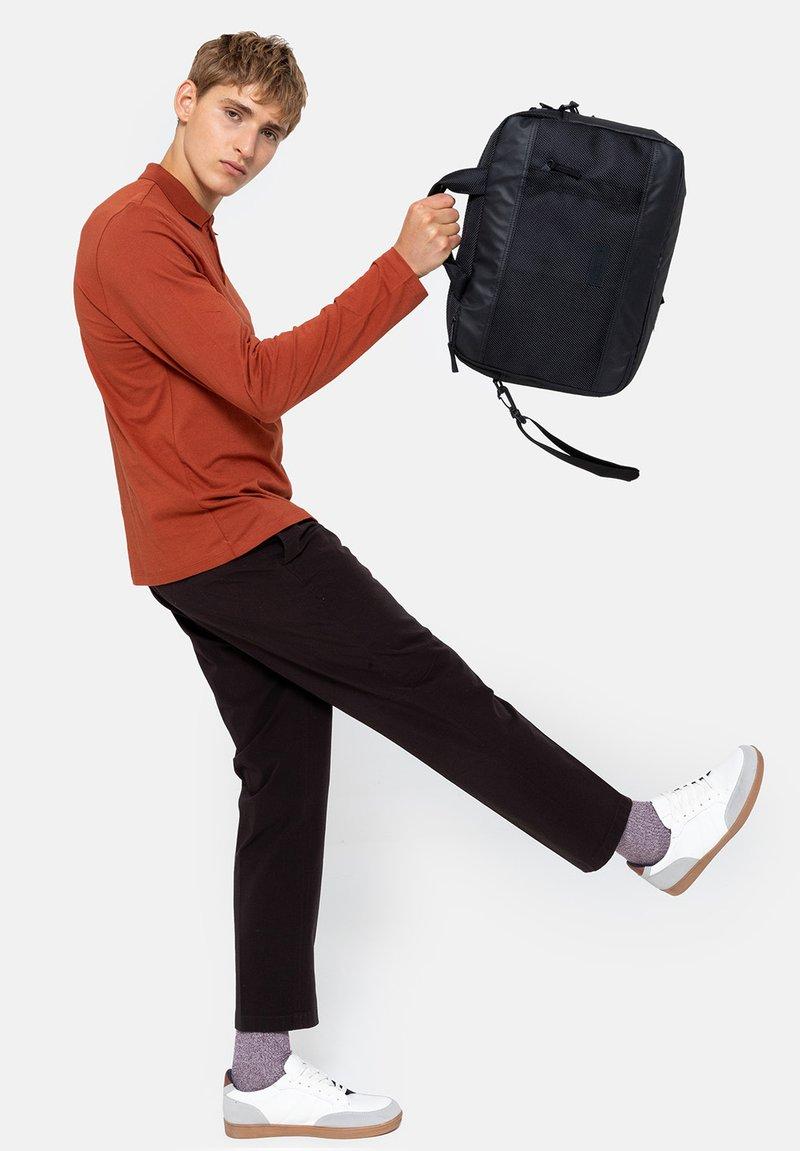 Eastpak - Briefcase - cnnct coat