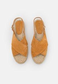 JUTELAUNE - CROSSED FLAT - Platform sandals - brown - 3