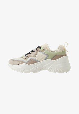 JUNYA - Sneakers - ecru