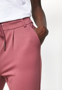 ONLY Tall - ONLPOPTRASH LIFE EASY PANT - Joggebukse - wild ginger - 4