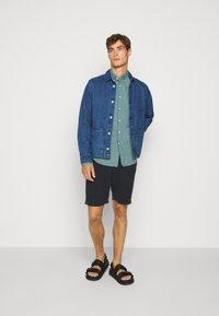 J.CREW - CLASSIC PARKER GINGHAM - Shirt - royal green - 1
