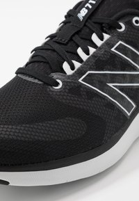 New Balance - Kuntoilukengät - black - 5