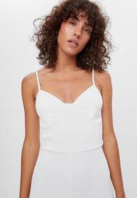 Bershka - CORSAGE-JUMPSUIT MIT RADLERHOSE 08184326 - Jumpsuit - white - 3