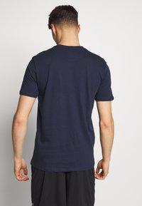 Umbro - LARGE LOGO TEE - Print T-shirt - dark navy - 2