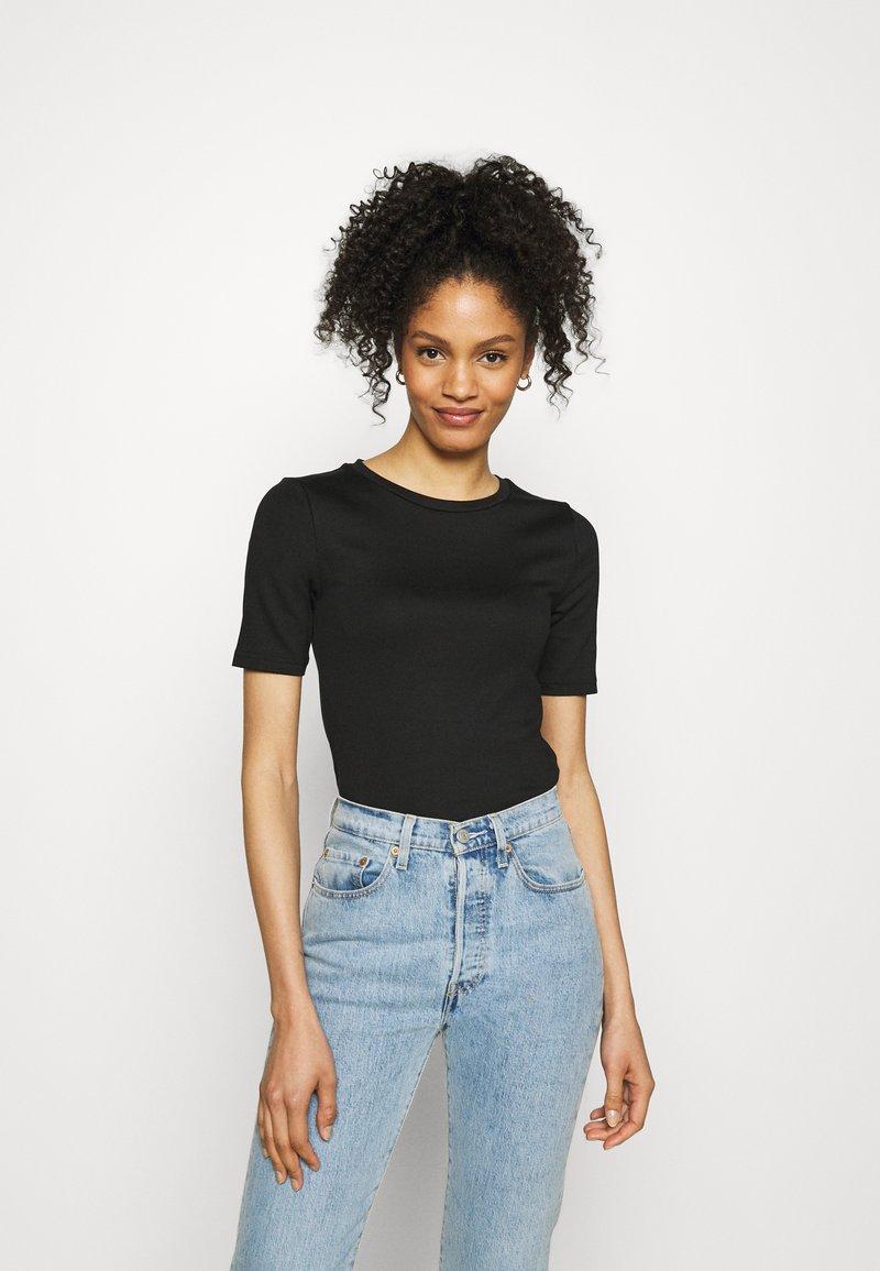GAP - Basic T-shirt - true black
