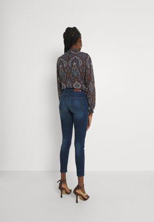 ONLBLUSH MID WAIST  - Jeans Skinny Fit - dark blue denim
