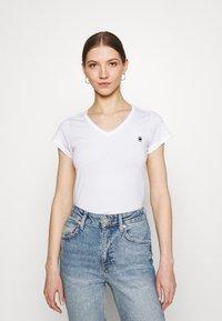 G-Star - EYBEN SLIM 2 PACK - Basic T-shirt - sartho blue/white - 1