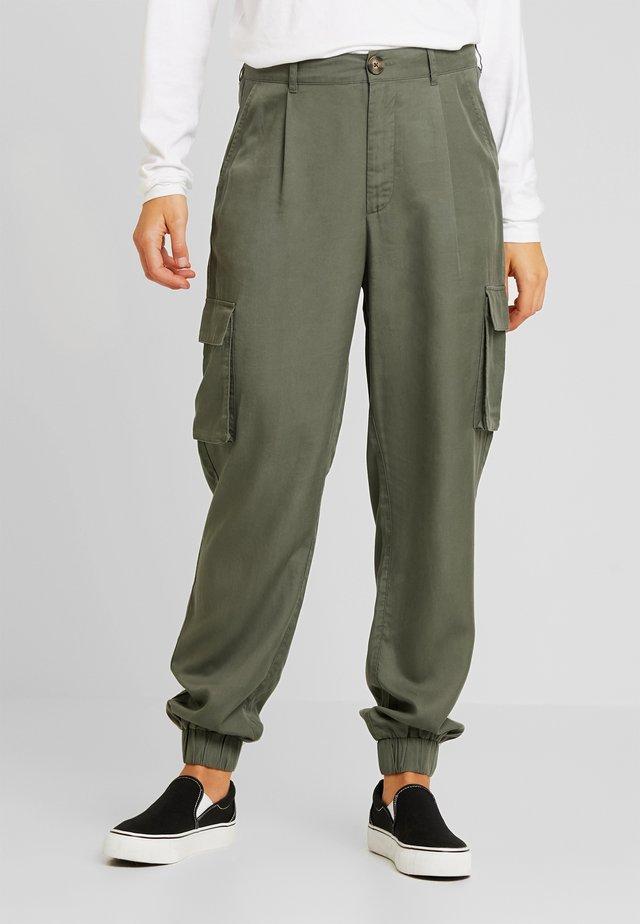 PAULA TROUSER - Pantalones - army green