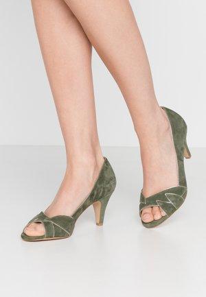 Classic heels - kaki