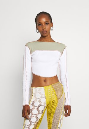CONTRAST STITCH COLOUR BLOCK CROP - Long sleeved top - white sage