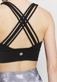 Cotton On Body - ULTIMATE LONGLINE CROP - Light support sports bra - black - 4