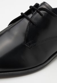 Burton Menswear London - WEAVER DERBY - Smart lace-ups - black - 5