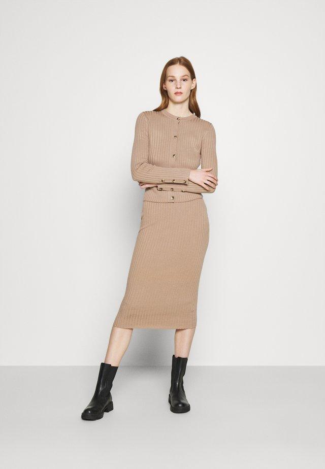 DRESS AND CARDI SET - Jumper dress - camel