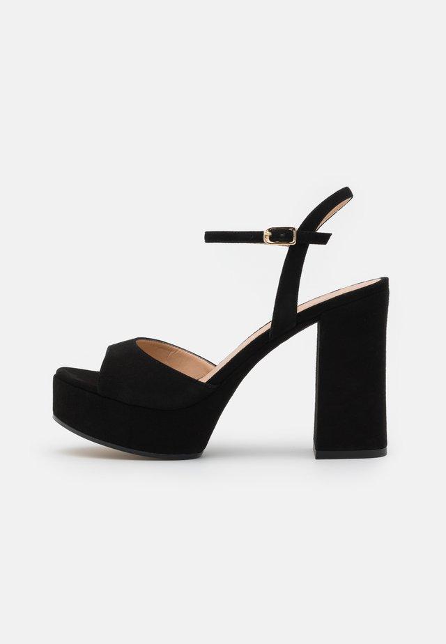 VEGARA - Korkeakorkoiset sandaalit - black