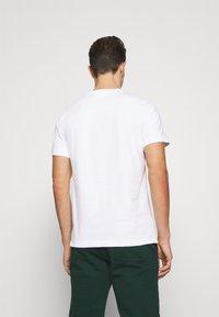Lacoste - TH1868 - Printtipaita - blanc - 2
