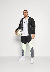 Nike Performance - FLY PANT - Träningsbyxor - smoke grey/black/barely volt - 1
