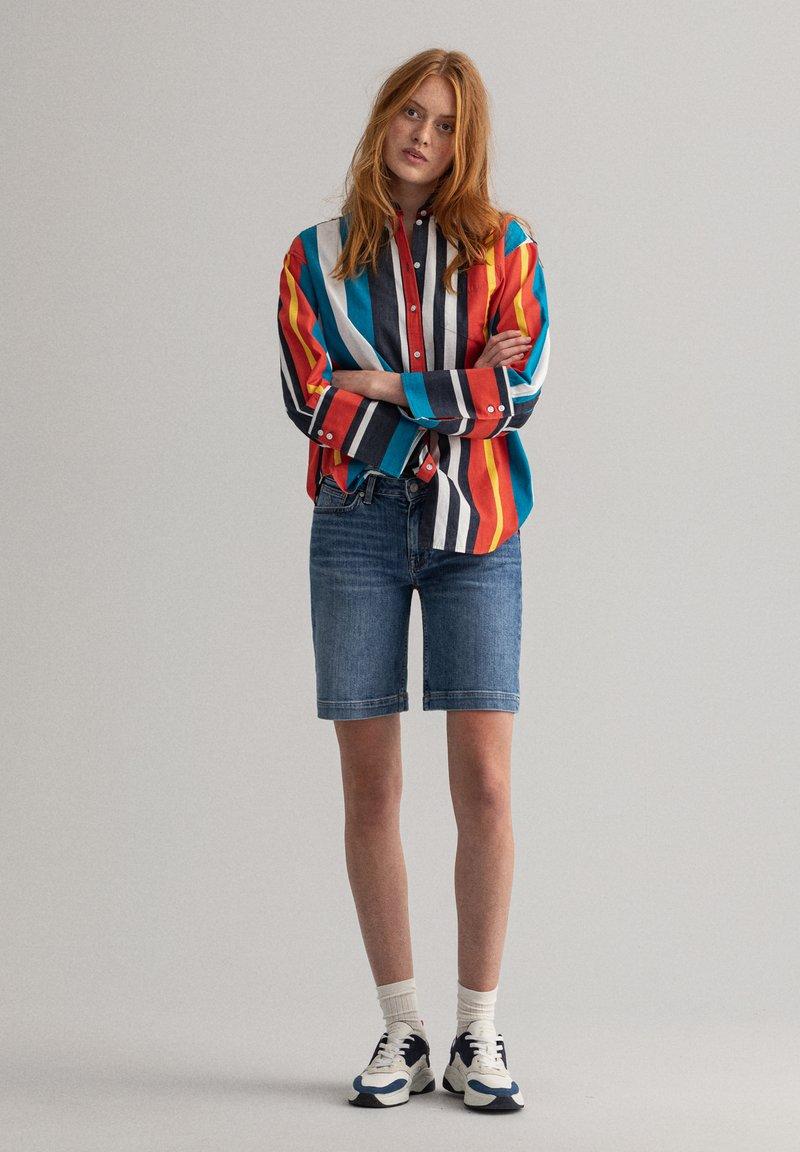 GANT - Denim shorts - light blue worn in