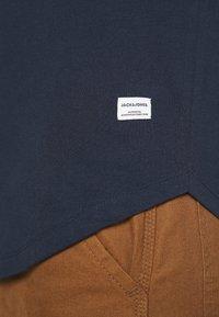 Jack & Jones - JJENOA - Basic T-shirt - navy blazer - 6