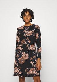 ONLY - ONLELCOS EMMA ELASTIC DRESS - Pletené šaty - black - 0