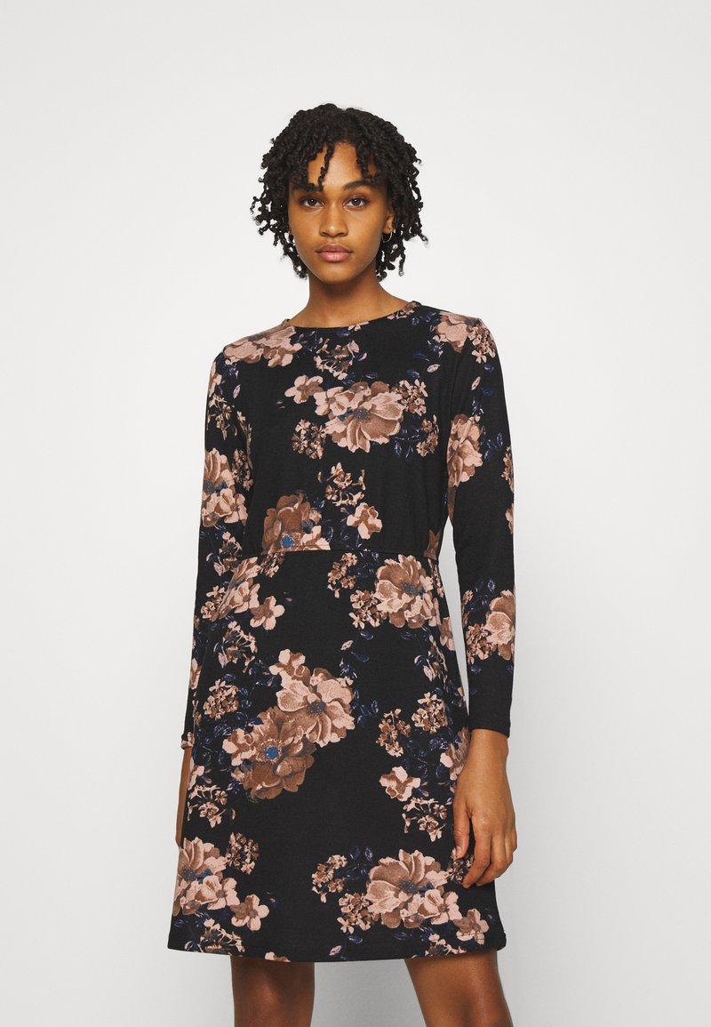 ONLY - ONLELCOS EMMA ELASTIC DRESS - Pletené šaty - black