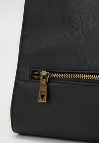 Guess - KING - Weekend bag - black - 3