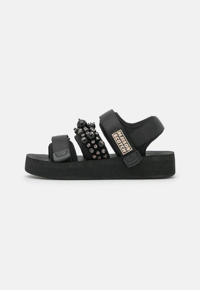 LYDIA  - Sandalen met plateauzool - schwarz