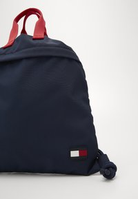 Tommy Hilfiger - CORE DRAWSTRING BAG - Drawstring sports bag - blue - 2