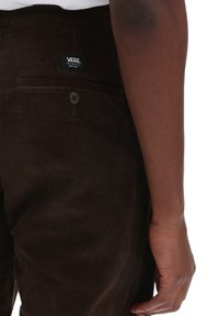 Vans - MN AUTHENTIC CHINO CORD RELAXED PANT - Trousers - demitasse - 2