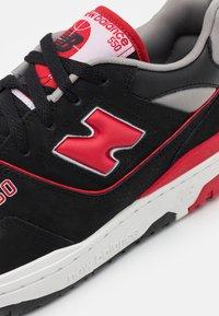 New Balance - 550 UNISEX - Tenisky - black/red - 5