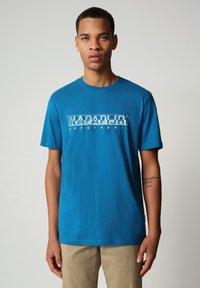 Napapijri - SALLAR - Print T-shirt - mykonos blue - 0