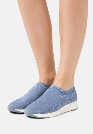 WOMS SLIP-ON - Loaferit/pistokkaat - jeans