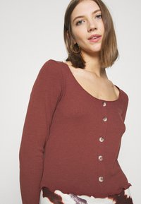 Vero Moda - VMGLADYS BUTTON TOP  - Cardigan - sable - 3