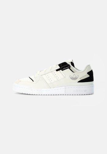 FORUM EXHIBIT LOW UNISEX - Sneakers basse - white