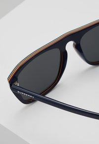 Burberry - Sluneční brýle - blue - 5