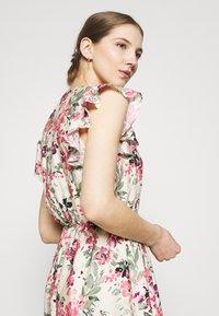 Vero Moda - VMGIGI SHORT DRESS - Kjole - birch/gigi with honey suckle - 3