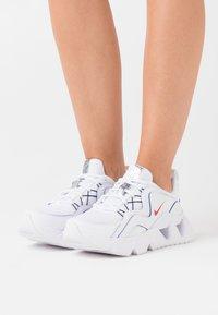 Nike Sportswear - RYZ 365 - Sneakers basse - white/university red/midnight navy - 0