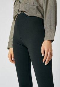 PULL&BEAR - Pantaloni - black - 3